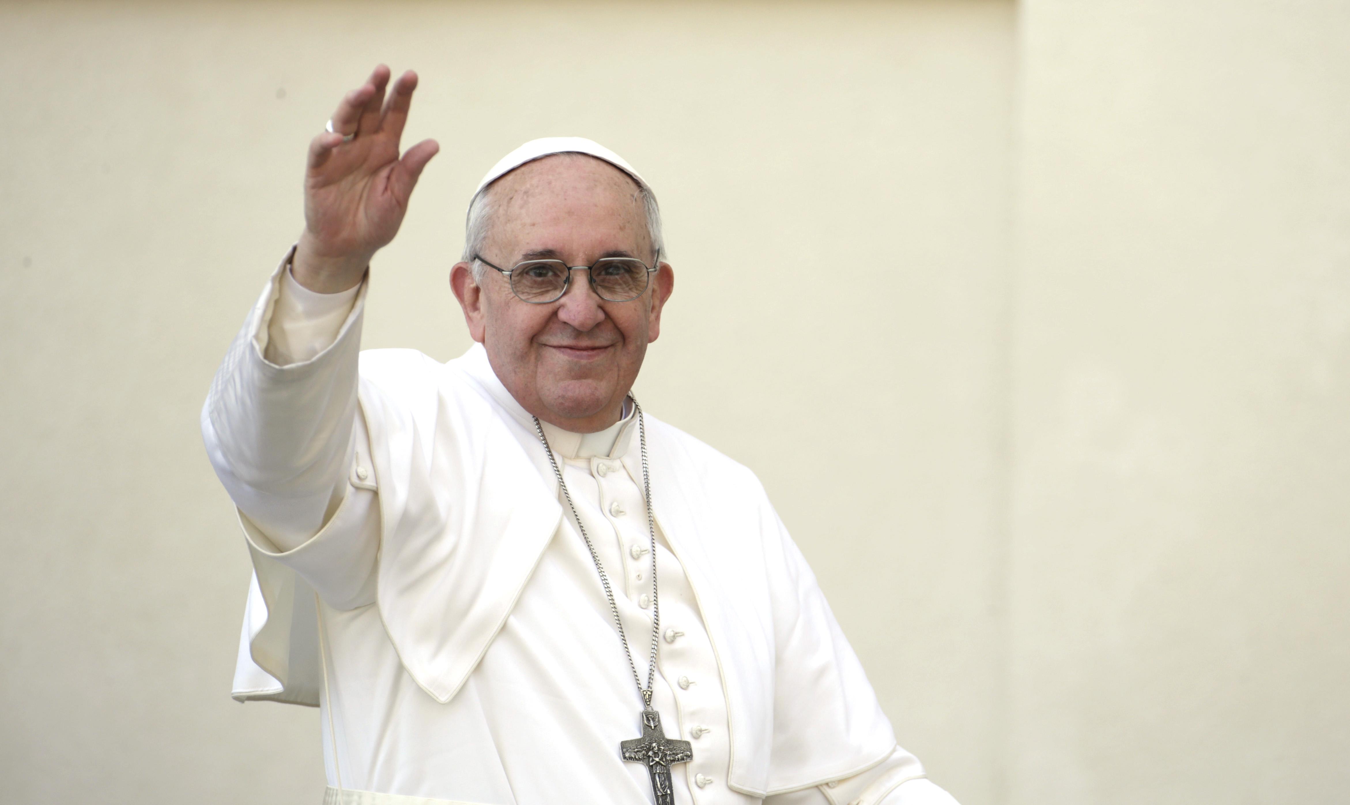 Foto Papa francisco bendiciendo